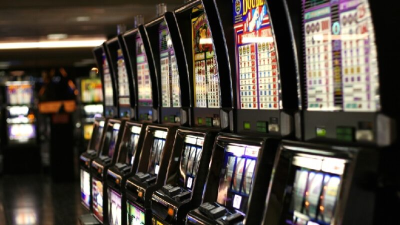 Tips And Tricks For Selecting The Right Toto Site For Online Gambling